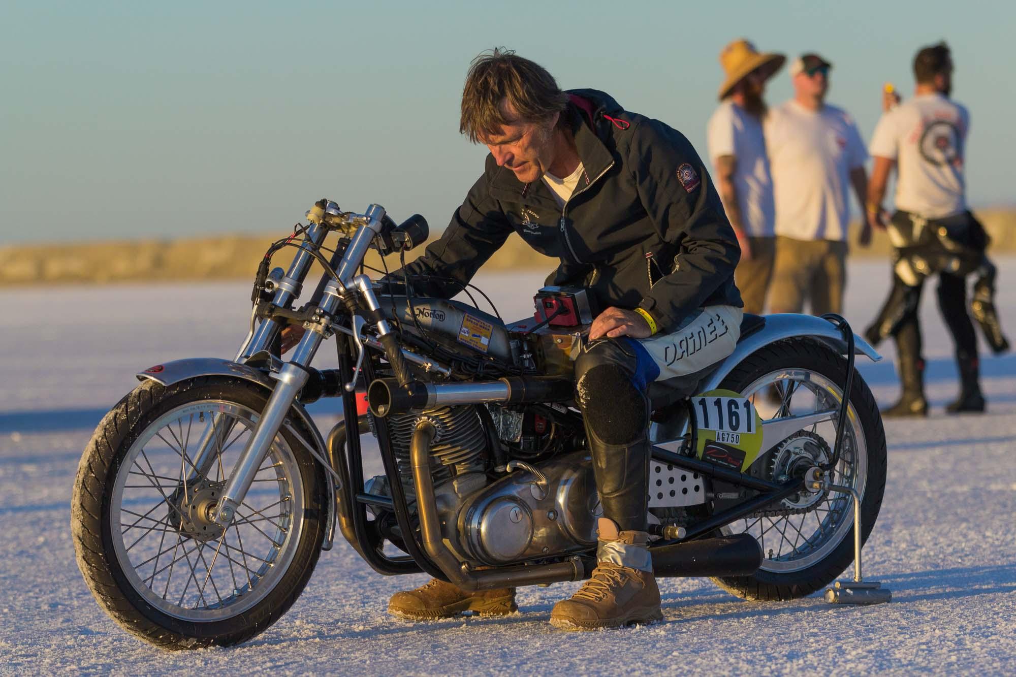 Rainer Zumach auf Norton Racer auf Salzsee
