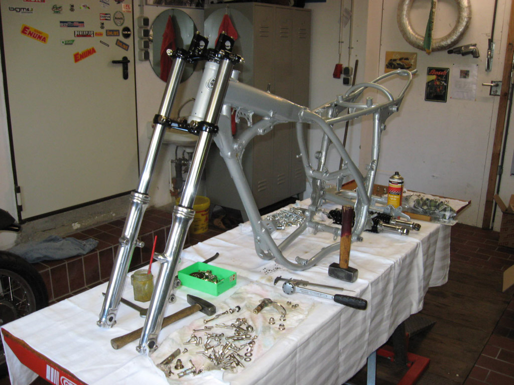 Yamaha XT500 Rahmen in Werkstatt ©RainerZumach